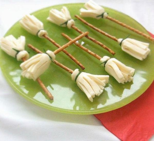 aperitivo, halloween, escoba bruja, queso, medirnda, receta, fácil, sencilla, infantil ,fiesta