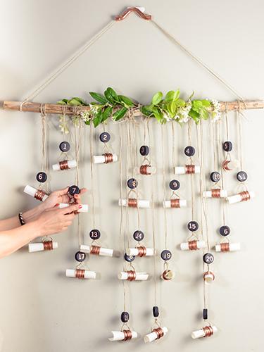 Calendario de Adviento con cuerda y un palo