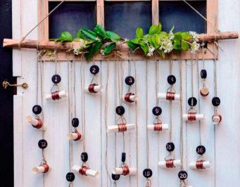adviento, decoracion de navidad, fiestas, calendario decorativo, flores naturales, reciclaje, reciclar, reutilizar, tapones de plastico
