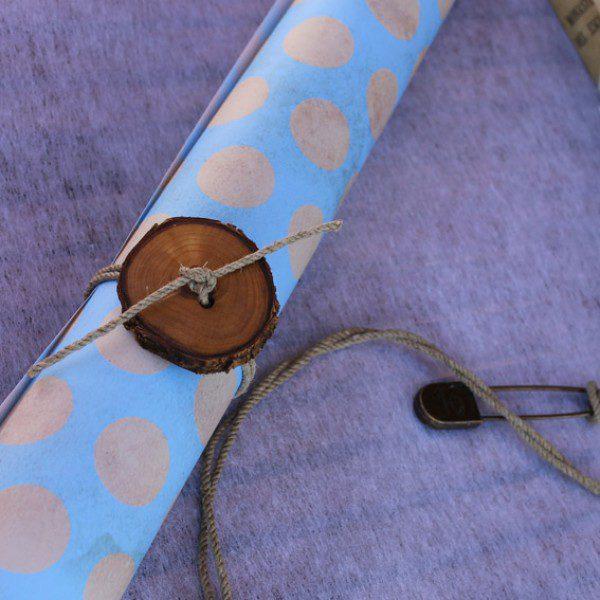 papel-de-regalo-azul-vintage-lunares 2
